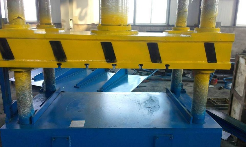 Four-column-elbow-calibration-hydraulic-press-4.jpg